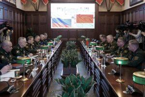 Валерий Герасимов провёл переговоры со своим белорусским коллегой генерал-майором Виктором Гулевичем по вопросам совместной оборонной политики.
