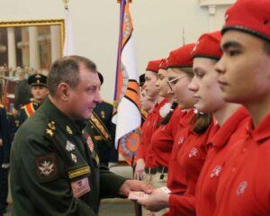 Дмитрий Булгаков на церемонии приёма в ряды Всероссийского движения «Юнармия» учащихся школ Василеостровского района Санкт-Петербурга.