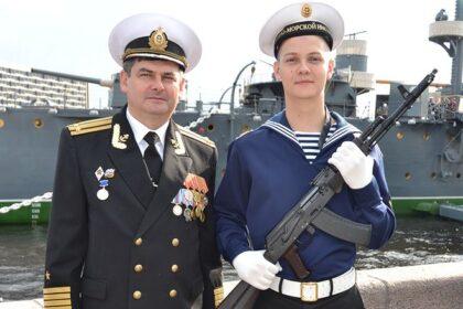Присягу курсант Сергей Леонов принимал на легендарном крейсере «Аврора», как когда-то и его отец.