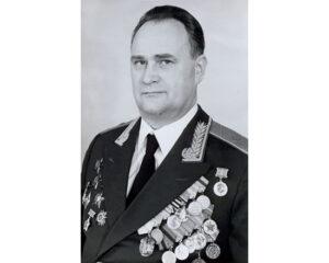 Лев Страхов
