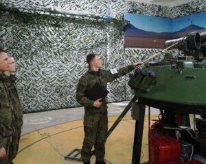 Работа на тренажёре. Фото пресс-службы ЦВО.