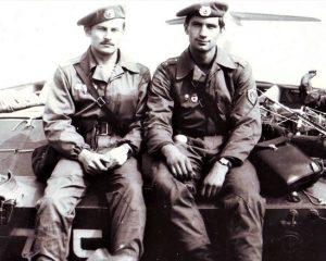 Гвардии лейтенант (на снимке справа) Леонид Верединский на дивизионных учениях в сентябре 1978 года.