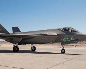 США F-35A становится носителем ядерного оружия.