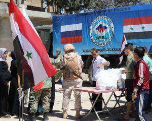 Российские военнослужащие доставили продовольствие в пригород Деръа